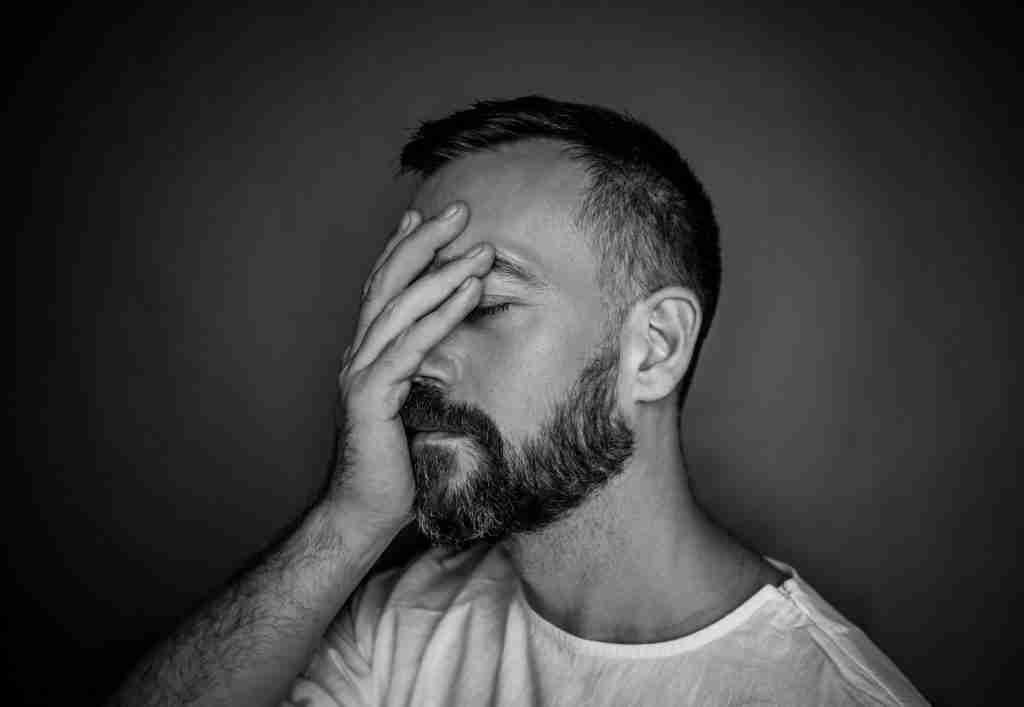 uomo_ depresso