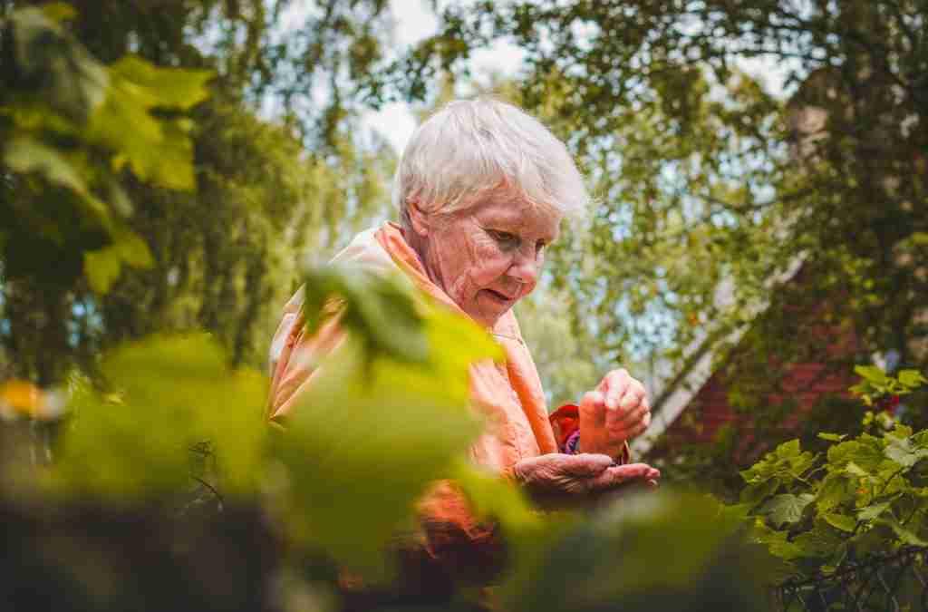 La solitudine, un nemico invisibile per gli anziani